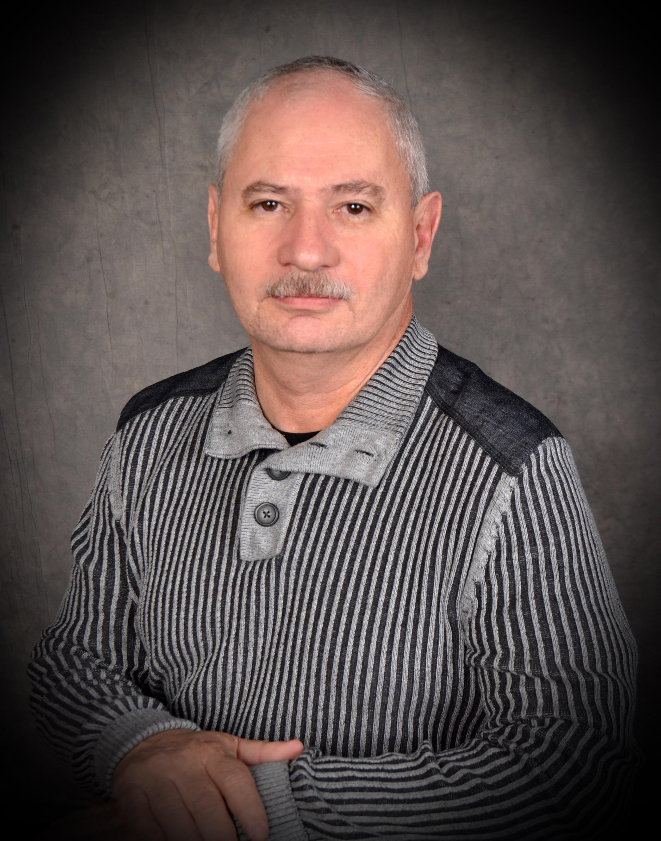 Dr Luis Romero, Ortopedista, cirujano de columna, comite medico ProgenCell